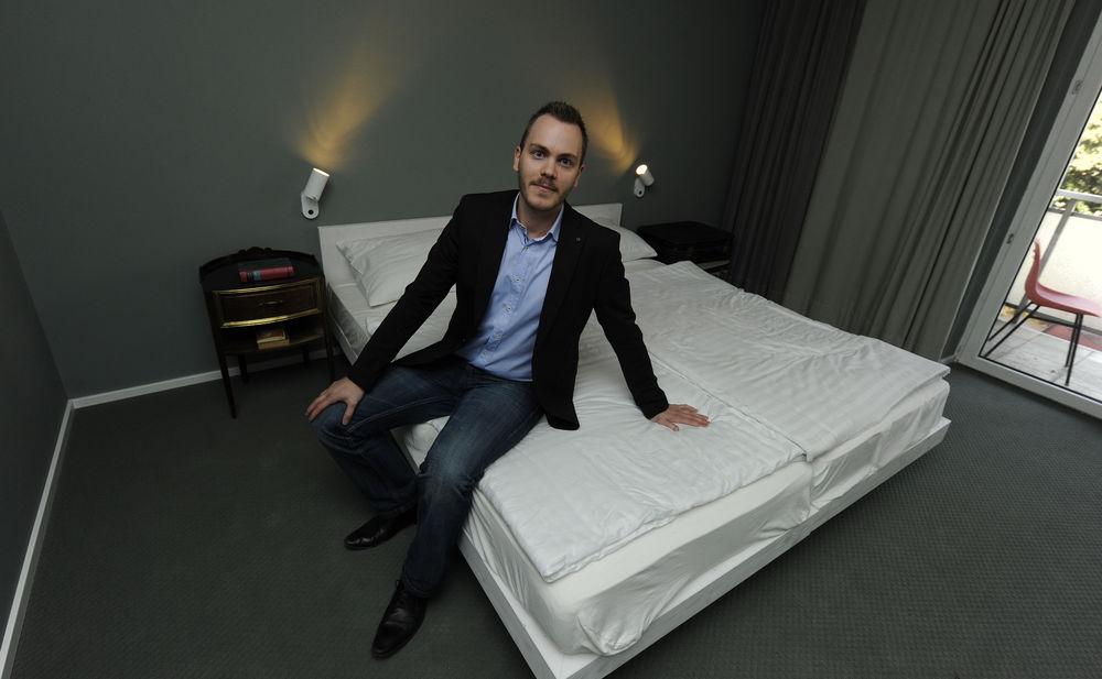 caritas hotel magdas schafft jobs f r fl chtlinge. Black Bedroom Furniture Sets. Home Design Ideas